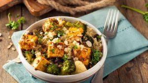 тофу с броколи и киноа