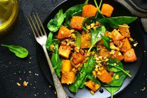 есенна салата с тиква и спанак